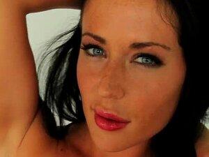 Sarah Gilman  nackt