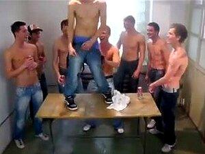 Momci mladi gay Home Page