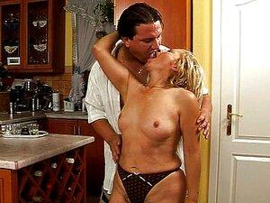 Sex regenmantel Tranny in
